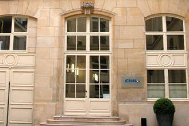 La � vie priv�e �, le � domicile � et les � correspondances priv�es � des entreprises se sont vus �galement reconna�tre un droit � la protection par la CNIL. Cr�dit D.R.