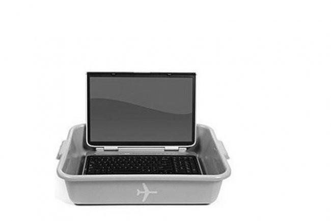 Selon les douanes américaines, 6 500 équipements électroniques auraient été examinés entre octobre 2008 et juin 2010, sur 1,1 million de voyageurs transitant chaque jour aux frontières. (crédit photo : ACLU)