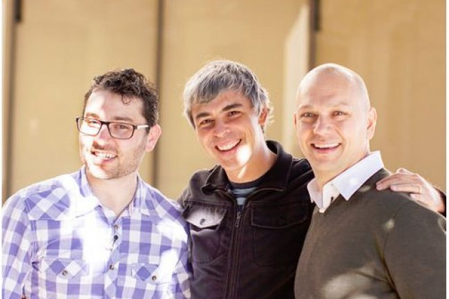 Larry Page, CEO de Google, avec les fondateurs de Nest, Matt Rogers (à gauche) et Tony Fadell, qui fut vice president de la division iPod d'Apple. (crédit : D.R.)
