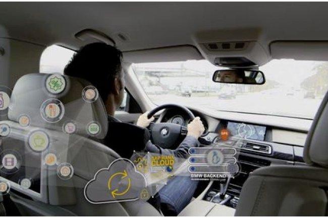 Le système montré par BMW et SAP sur le MWC de Barcelone analyse en temps réel les données environnantes pour le conducteur. Il peut ainsi lui suggérer d'aller faire un golf entre deux rendez-vous. (crédit : D.R.)