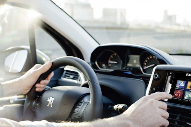 PSA Peugeot Citroën développe les services connectés en voiture avec le concours d'IBM. Crédit D.R.