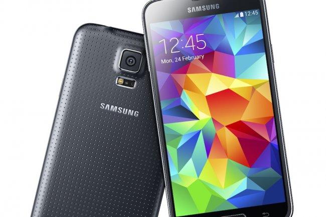 Avec sa coque durcie et sa résistance à l'eau et au sable, le Galaxy S5 est bien armé pour séduire les entreprises.