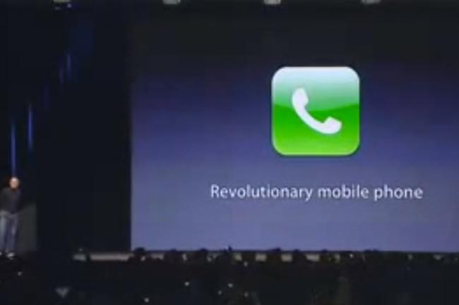 Une des rares photos de Greg Christie sur scène à san Francisco lors de la présentation de l'interface d'iOS. Crédit D.R