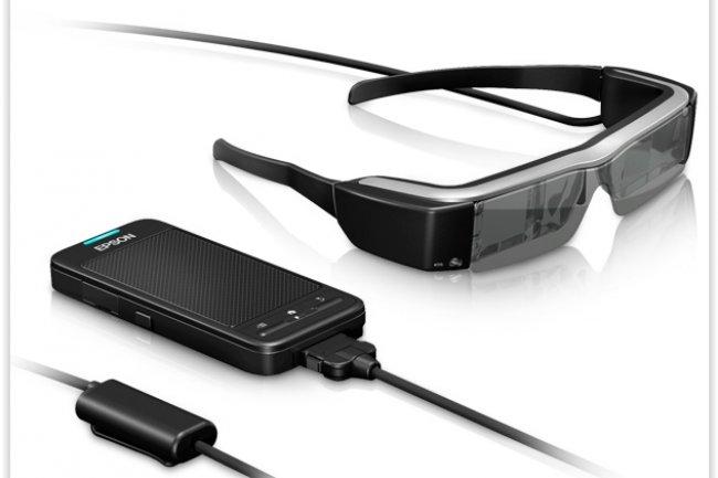 Les lunettes connectées d'Epson sont livrées en standard avec une carte microSDHC de 4 Go.