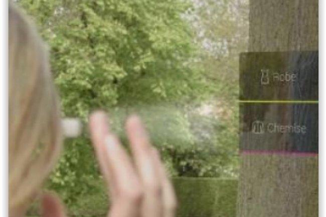 L'app pour les Google Glass lancée par Kiabi fonctionne en duo avec le smartphone de l'utilisateur pour commander un article en ligne ou le réserver pour du click and collect. (crédit : D.R.)