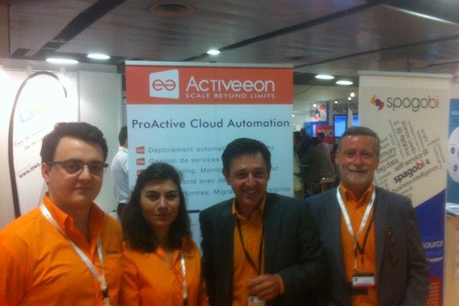 Denis Caromel (deuxième en partant de la droite), le CEO d'Activeeon est venu au salon Solutions Linux entouré de son équipe pour présenter l'offre ProActive Cloud Automation en partenariat avec Numergy. (crédit : Oscar Barthe)