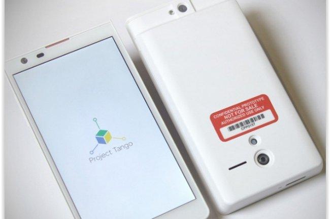 En février dernier, Google avait dévoilé le projet Tango et son prototype de smartphones doté également de caméras, capteurs et d'un logiciel de capture d'images 3D. (crédit : D.R.)