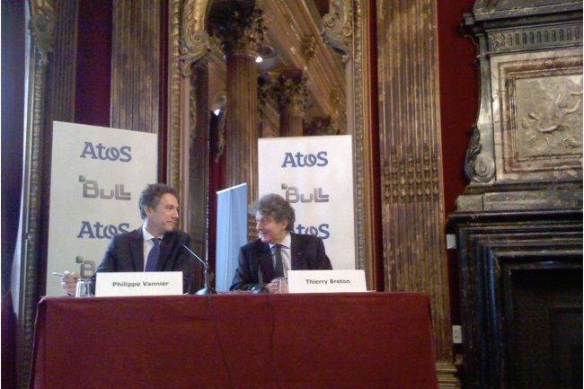 Thierry Breton, PDG d'Atos (à droite), et Philippe Vannier, PDG de Bull, ce matin à Paris lors du point presse donné en commun après l'annonce de l'offre de rachat d'Atos sur Bull. (crédit : LMI / cliquer sur l'image)
