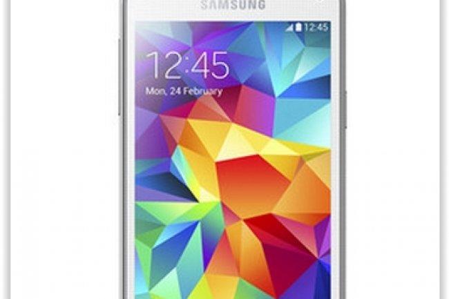 Le Samsuung Galaxy S5 intègre un processeur quatre coeurs cadencé à 1,4 Ghz. Son écran de 4,5 pouces affiche une résolution de 720*1280 pixels. (crédit : D.R.)