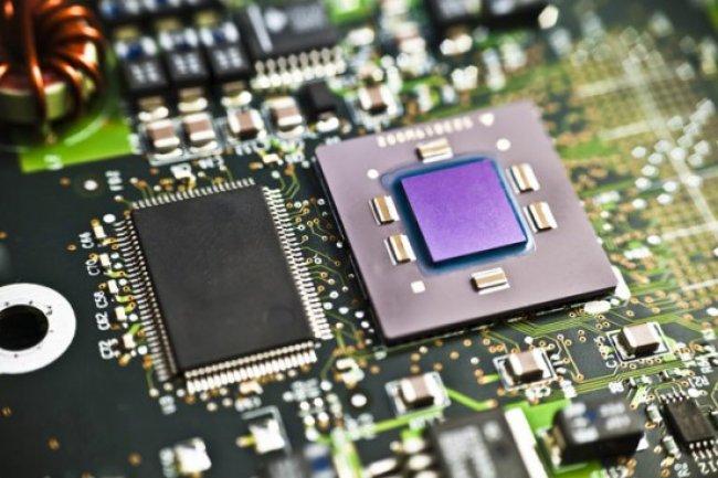 Pour contrer les ambitions renouvelées d'AMD et Intel, ARM va accélérer la sortie de ses puces 64 bits. (Crédit D.R.)