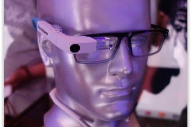 En parallèle de la présentation de son prototype de lunettes connectées, Lenovo va commercialiser en Chine les smart glasses M100 de Vuzix pour près de 1 300 dollars. (crédit : D.R.)
