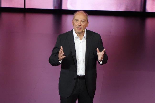Pour la troisième édition de son show Hello, Stéphane Richard a jonglé entre annonces pro et grand public.
