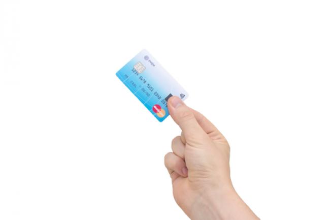 MasterCard et Zwige ont commenc� � tester leur carte sans contatc avec lecteur d'empreintes en Norv�ge.