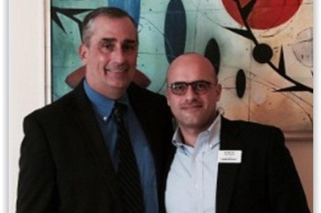 Brian Krzanich (à gauche) et Massimo Vian CEO of Luxottica Group ont conclu un accord dans les lunettes connectées. (crédit : D.R.)