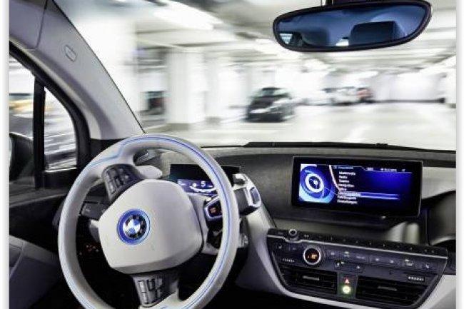 BMW d�voile une fonction qui laisse la voiture trouver sa place et s'y garer seule. (cr�dit D.R.)