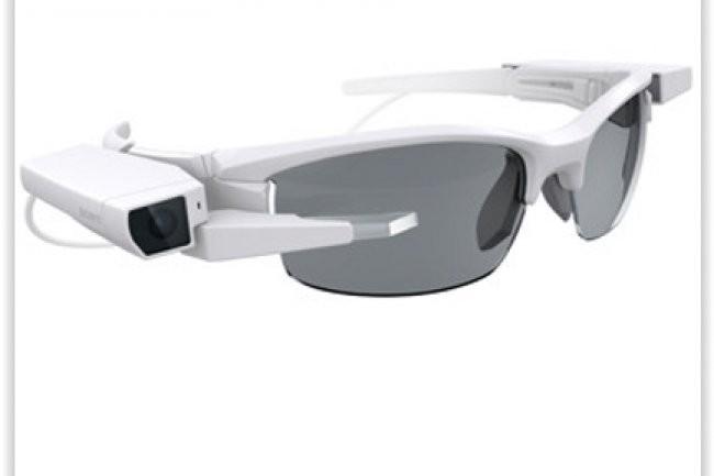 SmartEyeglass Attach va être présenté par Sony à l'occasion du CES 2015. (crédit : D.R.)