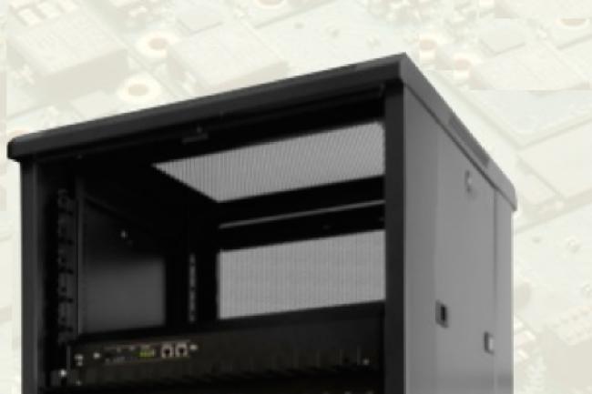 912 cartes serveurs C1 équipés de puces ARM 32 bits sont logées dans une armoire.