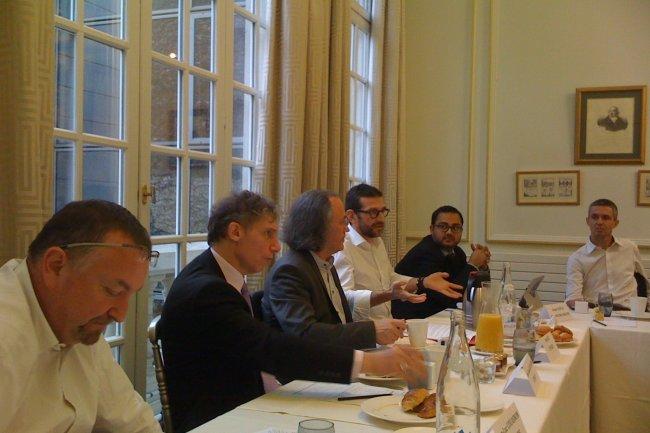 Au travers de la stratégie de services, on peut faire apparaître d'autres environnements applicatifs, agiles, numériques ou liquides, a évoqué Jean-Luc Couasnon (Accenture), à gauche sur la photo, lors d'une table ronde du CPI-B2B. A ses côtés, Jean-Claude Bellando (Axway), José Diz (CPI-B2B), Jean-Marc Defaut (HP) et Anas Safla (Econocom/Osiatis). (crédit : M.G.)