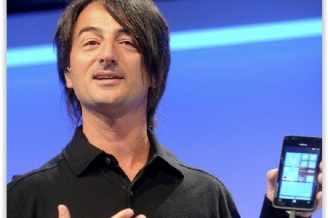 Joe Belfiore, VP corporate en charge de l'activité OS de Microsoft, a indiqué que Windows 10 pourra tourner sur les smartphones disposant de peu de mémoire vive. (crédit : D.R.)
