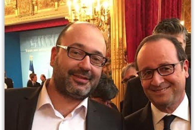 Carl Azoury, PDG de Zenika, en compagnie de Fran�ois Hollande lors de la c�r�monie des voeux 2015 aux acteurs du num�rique. (cr�dit : D.R.)