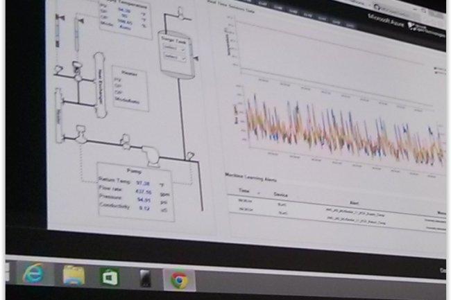 Le laboratoire SLAC fait remonter 1 Gbit de donn�es par seconde en backend dans son service machine learning. A gauche, Olivier Bloch (senior technical evangelist) du SLAC et � droite Bernard Ourganlian (directeur technique et s�curit� de Microsoft). (cr�dit : D.F.)