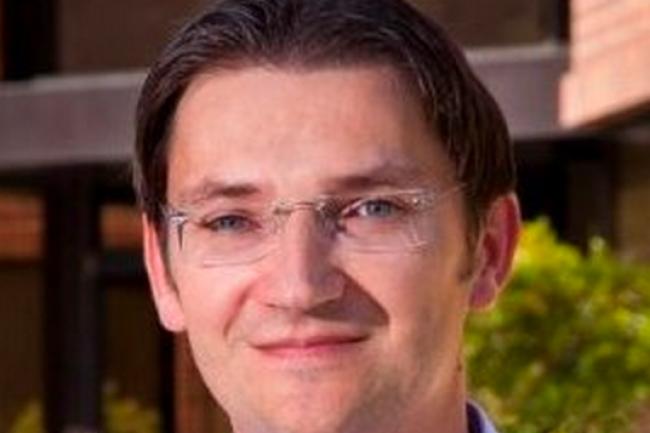Ancien responsable R&D de Mercedes Benz à Sunnyvale, Johann Jungwirth a rejoint Apple pour travailler sur la voiture électrique. (Crédit D.R.)