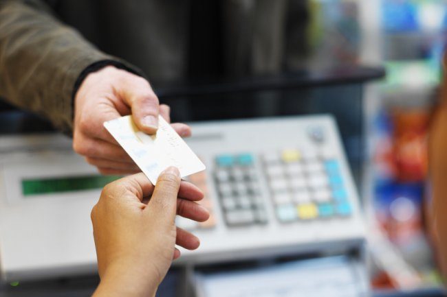Visa va bientôt proposer un système contre les fraudes à la carte bancaire, puisant dans la fonctionnalité de géo-localisation des smartphones des clients. (Crédit D.R.)