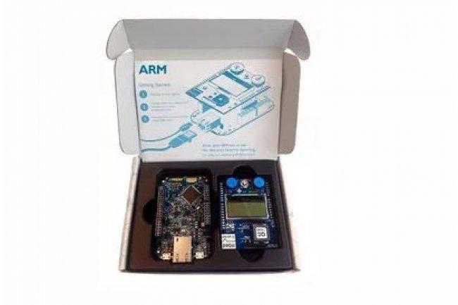 Con�u pour �laborer des objets connect�s en lien avec le cloud d'IBM, le mbed IoT Starter Kit d'ARM sortira plus tard en version WiFi et cellulaire.