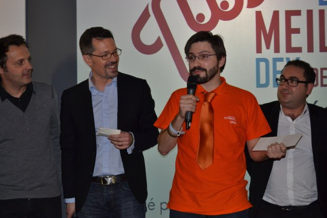 Encadré des organisateurs, Guillaume Roques (à gauche), directeur des relation développeur de Salesforce et Vincent Klingbeil, directeur associé d'Amnetix, Antoine Leblanc a remporté la 3e édition du Meilleur Développeur de France. (crédit : O.B.)
