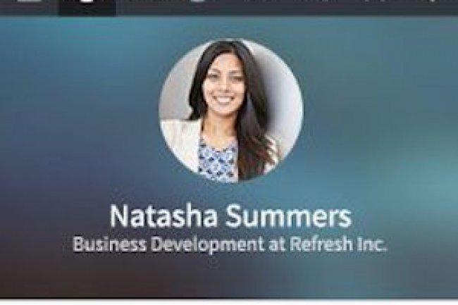 L'app Refresh permet aux utilisateurs de préparer des réunions en résumant les informations relatives aux participants.