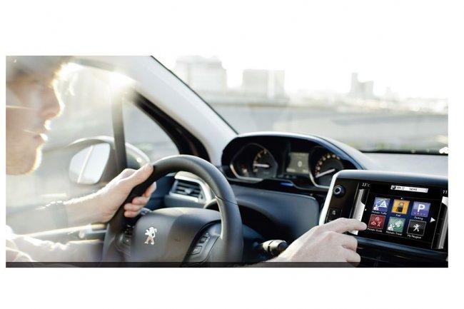 Au-delà des services connectés apportés aux conducteurs, PSA Peugeot Citroën et IBM veulent contribuer à développer des services pour d'autres secteurs, comme celui du retail. (crédit : D.R.)