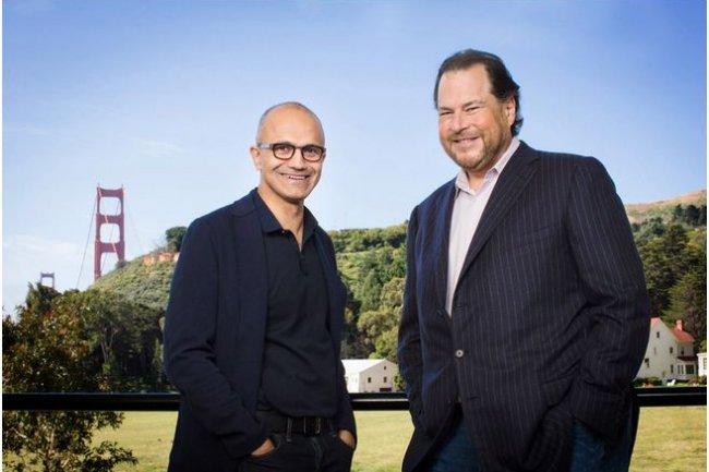 Satya Nadella, CEO de Microsoft, et Marc Benioff, CEO de Salesforce.com, s'�taient d�j� engag�s sur la voie du partenariat. (cr�dit : D.R.)