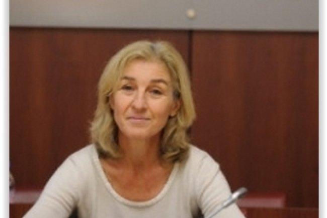 La CNIL, présidée par Isabelle Falque-Pierrotin, tape du poing sur la table en obligeant Google à étendre la suppression des résultats de recherche soumis au droit à l'oubli à l'ensemble de ses domaines. (crédit : D.R.)