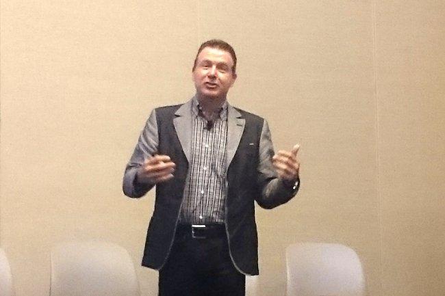 Tod Nielsen, vice-président responsable de l'activité App Cloud chez Salesforce.com, intervenant sur Dreamforce 2015. (crédit : LMI)