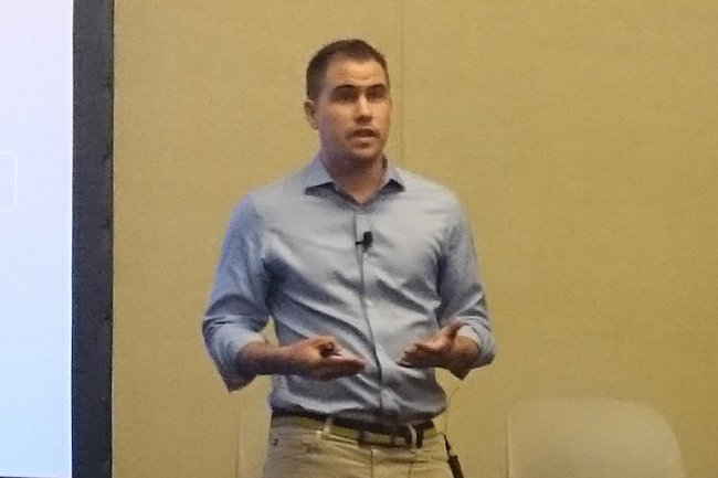 Steve Loughlin, CEO de SalesforceIQ, lors de sa conférence de presse à San Francisco.