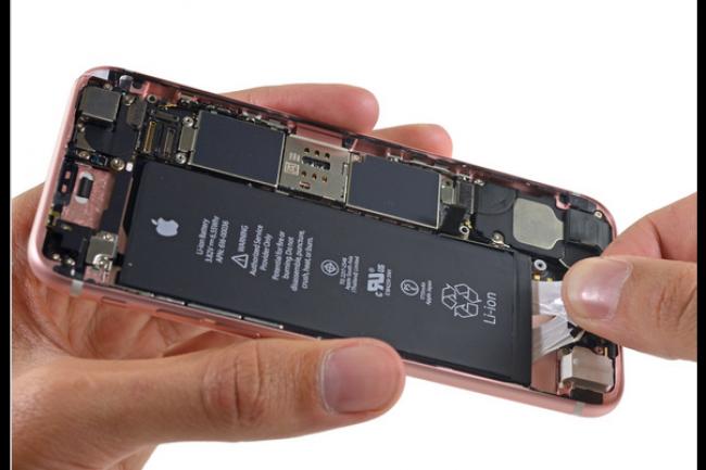 iFixit a démonté l'iPhone 6S et lui a attribué la note de 7/10 en termes de facilité de réparation. (crédit : D.R.)