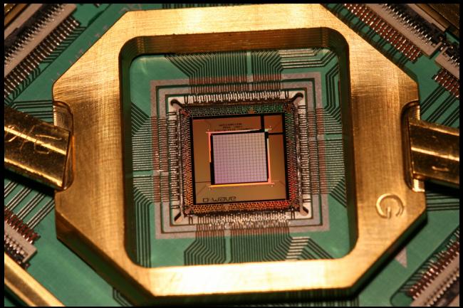 D-Wave 2X repose sur le dernier processeur de D-Wave System annoncé comme étant quantique. (crédit : D.R.)