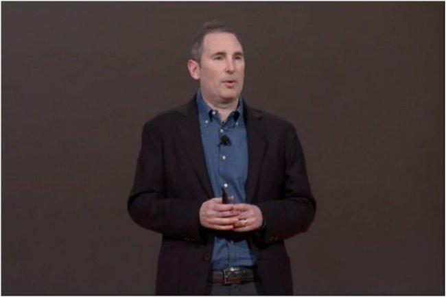 Sur la conférence Re:Invent, à Las Vegas le 7 octobre, Andy Jassy, senior vice-président d'AWS, présente les nouveaux dont Kinesis Firehose et QuickSight. (crédit : IDGNS)