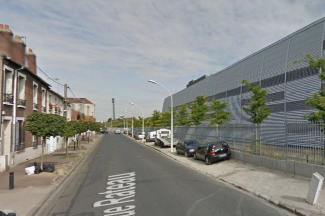 A La Courneuve, le datacenter d'Interxion se trouve à quelques mètres des premières pavillons situés de l'autre côté de la rue. (source photo : Google Street View).