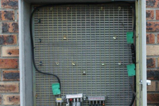 Avec la technologie FTTLA, le FAI SFR-Numéricâble termine en cuivre coaxiale chez l'abonné pour ses offres fibre optique. (Crédit D.R.)