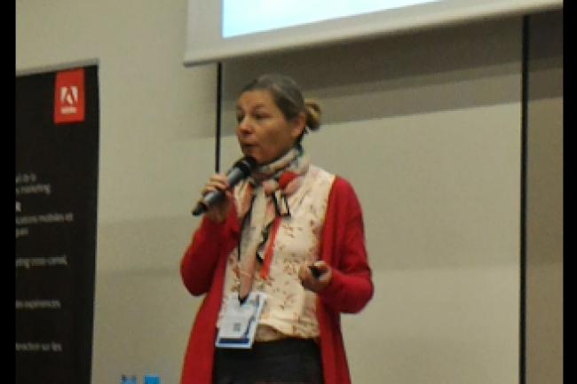 Caroline Lemoine, responsable marketing, strat�gie et m�dia chez Danone, s'est exprim�e sur la mise en place du programme CRM Dan�On mardi 3 novembre lors du Digital Marketing Symposium 2015 d'Adobe � La D�fense. (cr�dit : LMI)