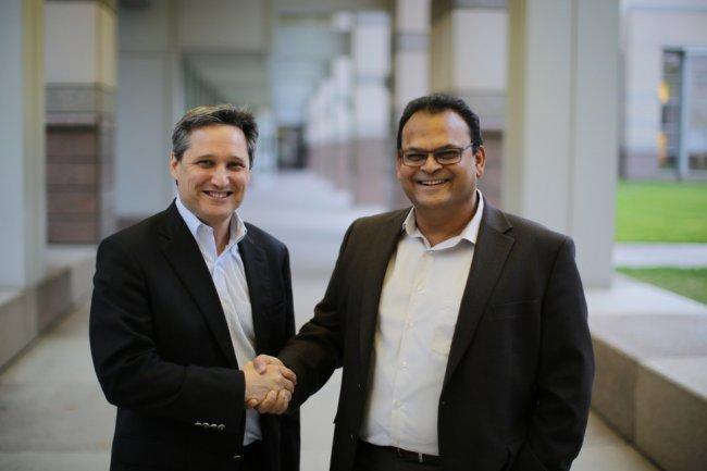 Ken King, directeur général d'IBM OpenPower (à gauche), et Hemant Dhulla, vice-président de Xilinx, vont développer un partenariat autour des serveurs Power.