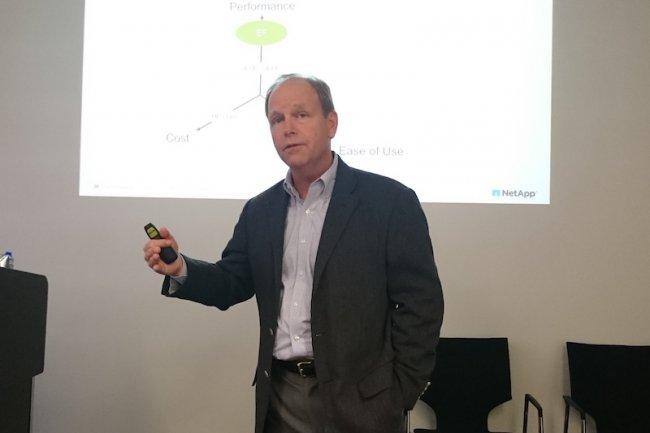 D'ici la fin de l'ann�e, Lee Caswell, VP marketing produits et solutions chez NetApp, promet des SSD de 3,8 To � 2$ le Go effectif. (cr�dit : D.R.)