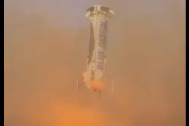 Blue Origin, la société créée par Jeff Bezos, a réussi à lancer et faire atterrir à la verticale une fusée. (crédit : D.R.)