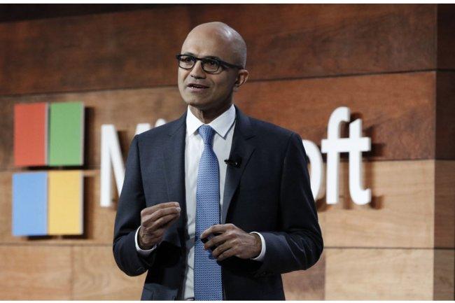 Satya Nadella, CEO de Microsoft, a continué à se rapprocher de ses concurrents en 2015, par exemple de Salesforce.com. (crédit : D.R.)