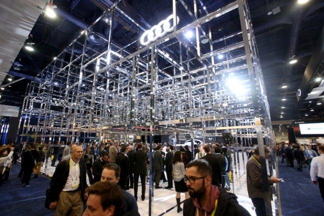 Impressionnant, le stand d'Audi au CES 2016 traduit bien l'ambition du constructeur automobile.