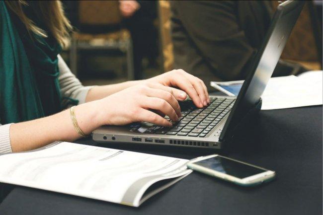 Les politiques de sécurité informatiques en usage dans les grandes entreprises commencent à être appliquées dans les PME. (crédit photo : Pixabay)