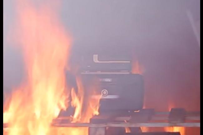 Le système de sauvegarde et d'archivage documentaire Titan d'Eukles a l'abri des flammes dans le coffre haute sécurité Survivacast. (crédit : Eukles)