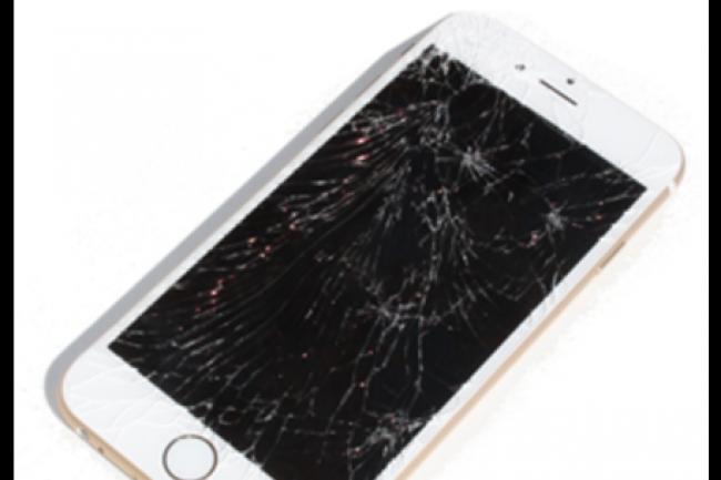 Le remplacement d'un écran - et du bouton Touch ID - d'un iPhone 5S ou 6 cassé dans une boutique non officielle Apple peut conduire à sa mise hors service. (crédit : D.R.)