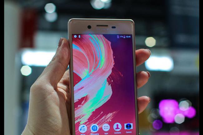 Sony a présenté au MWC 2016 les derniers porte-étendards de sa gamme de smartphones Xperia, dont le modèle X. (crédit : D.R.)